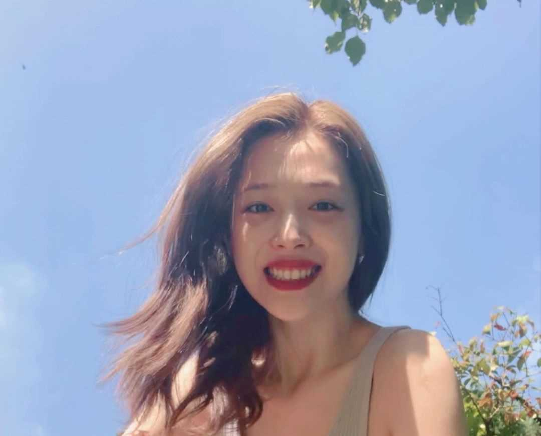 Sulli ( 설리가진리 )'s Instagram Live Stream from September 28th 2019.