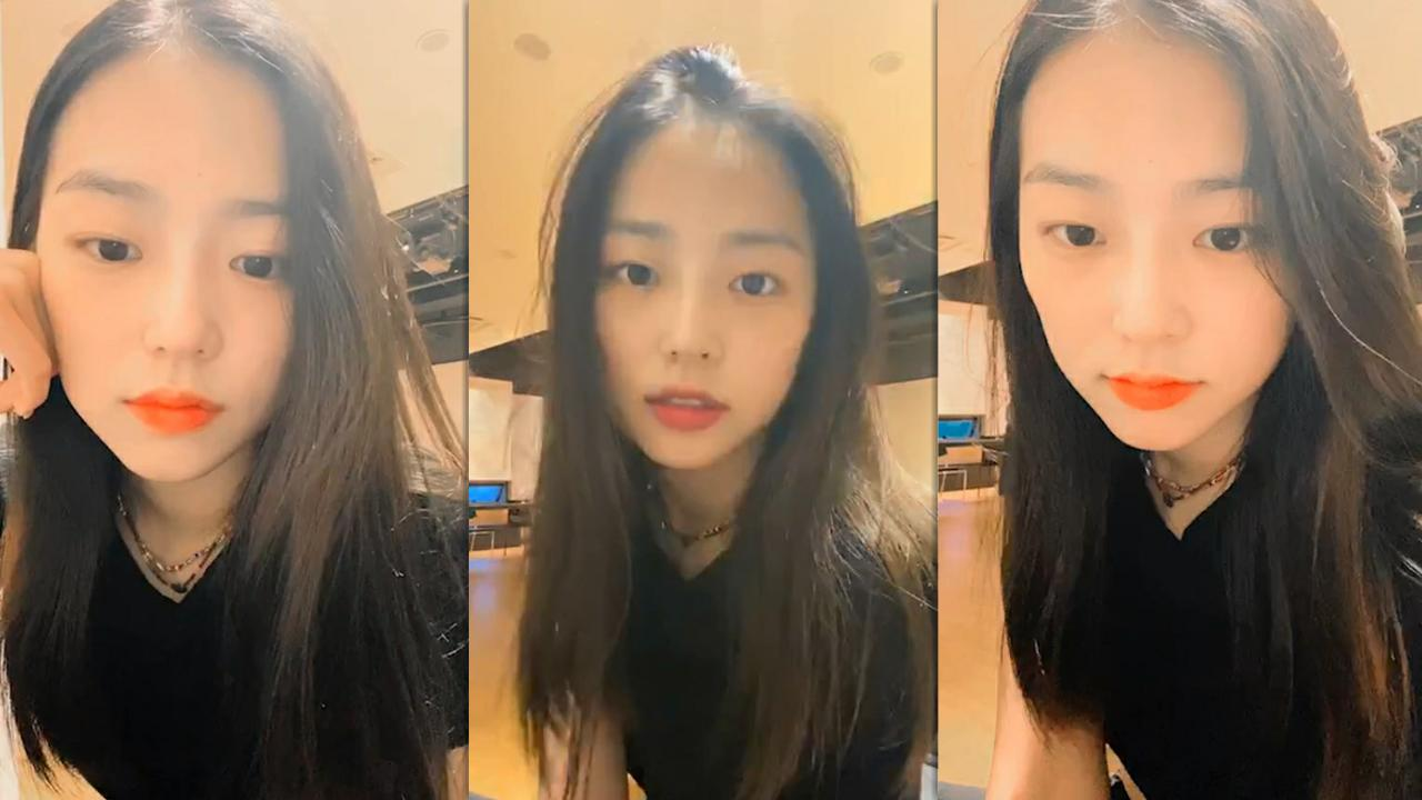 Yeeun's Instagram Live Stream from May 22th 2020.